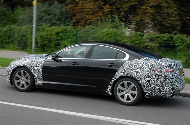 Jaguar XF Facelift Side