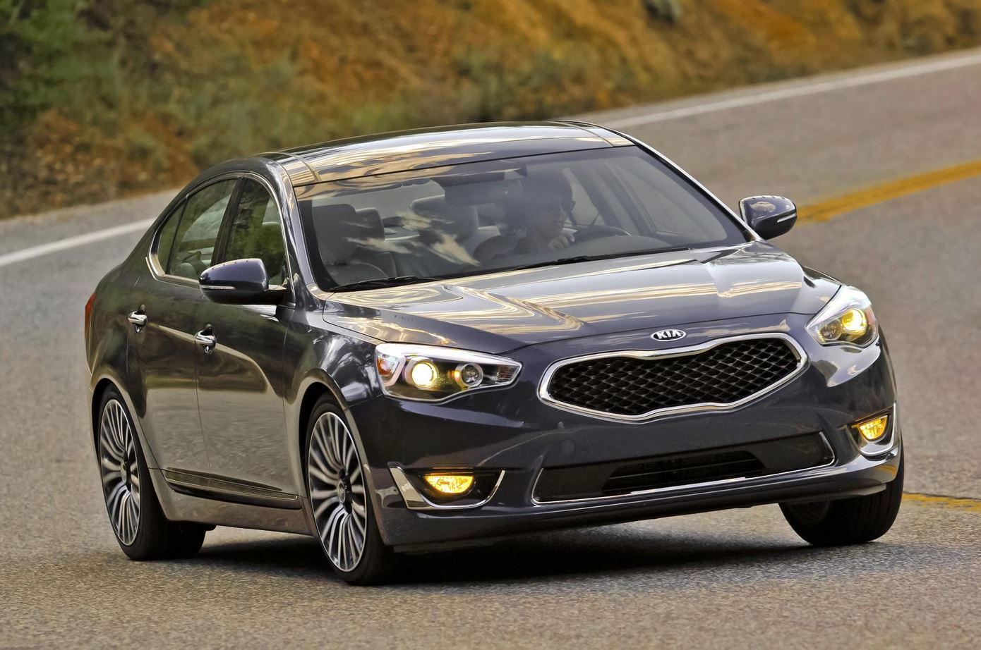 2015 kia cadenza to go on sale later this year motor exclusive. Black Bedroom Furniture Sets. Home Design Ideas
