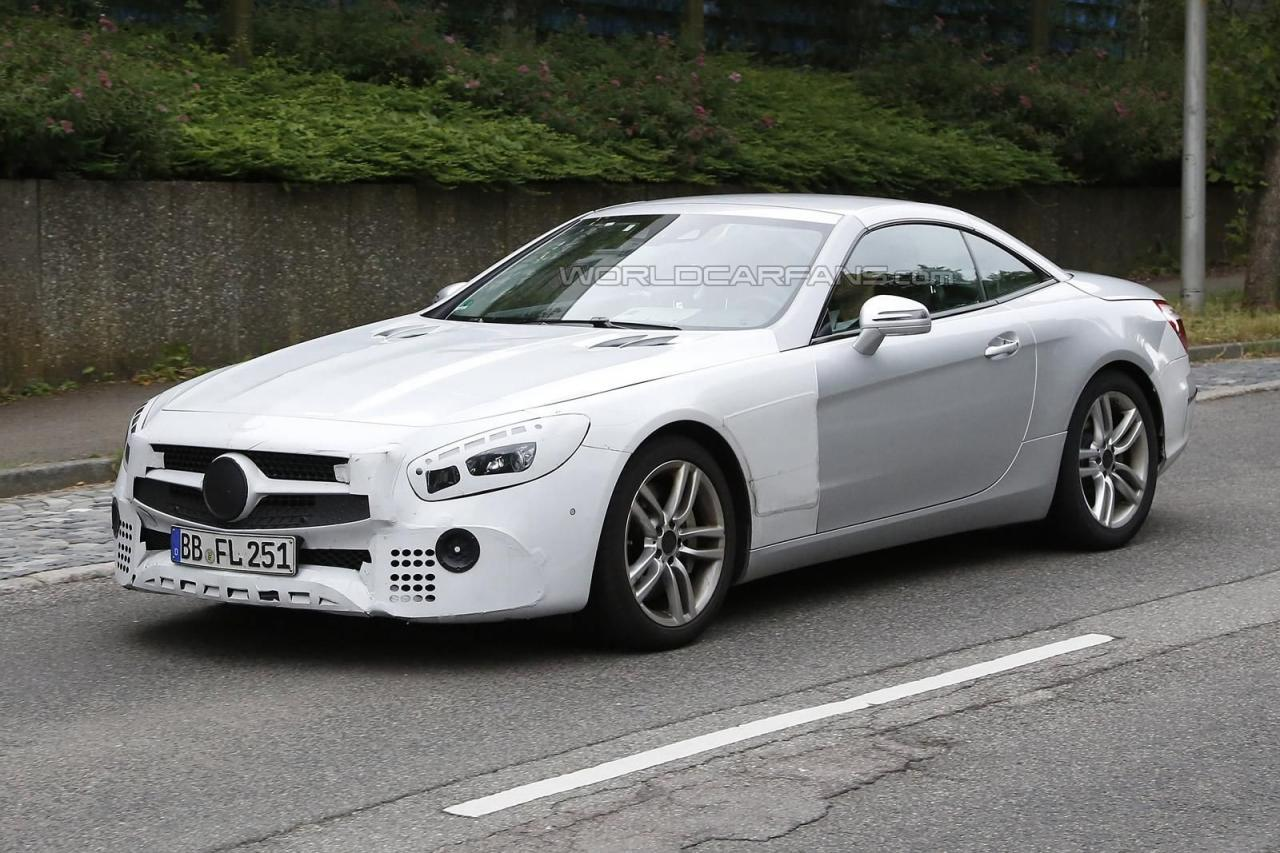 The facelifted Mercedes SL Spied
