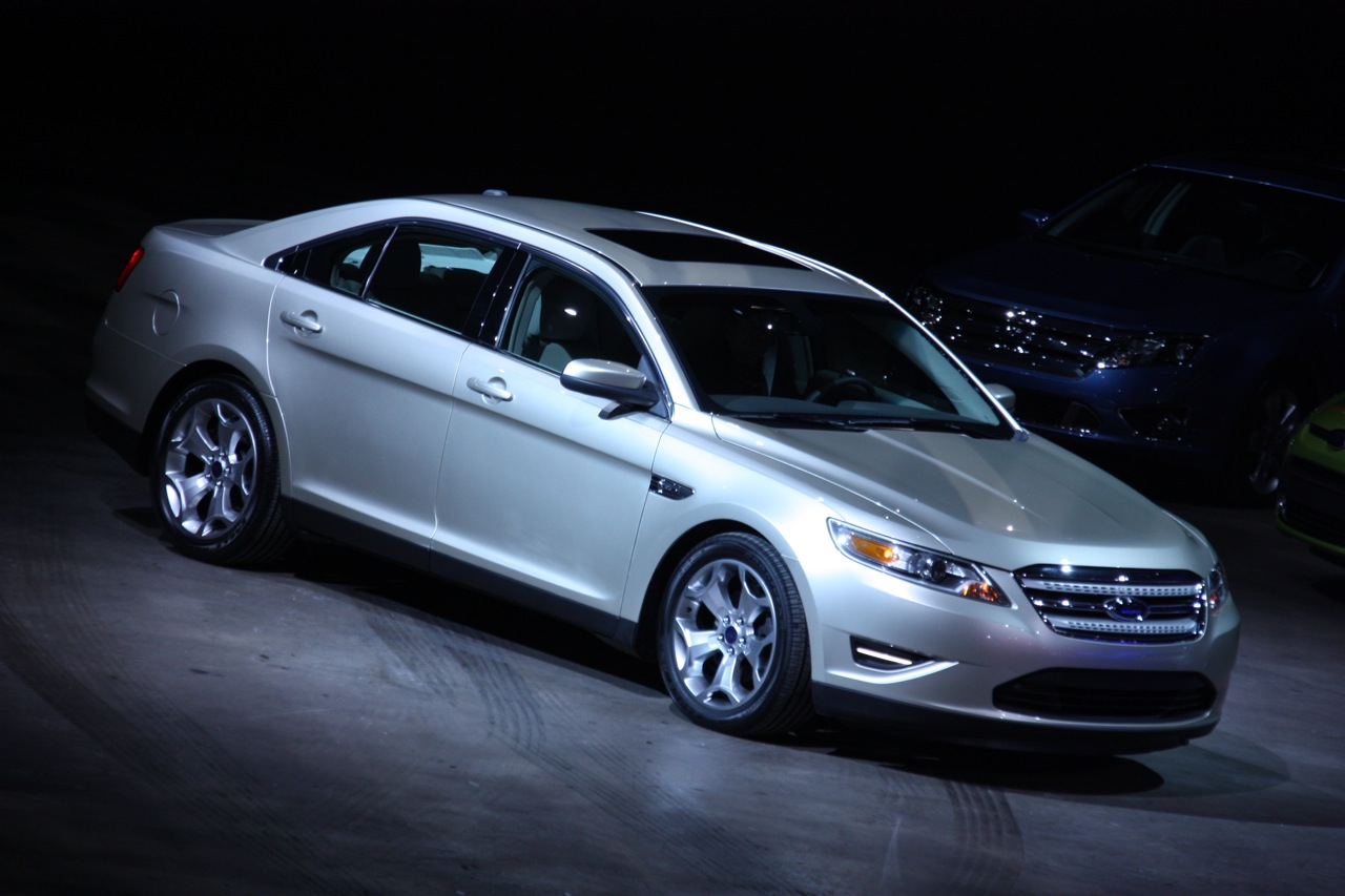 Ford Taurus full view