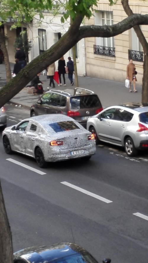 Renault Laguna successor spy photo